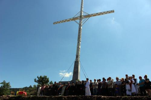 Sub pavăza crucii ne apropiem de Dumnezeu